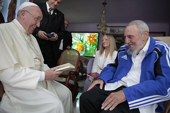 Papa Francisco e Fidel Castro durante visita do pontífice a Cuba em 2015