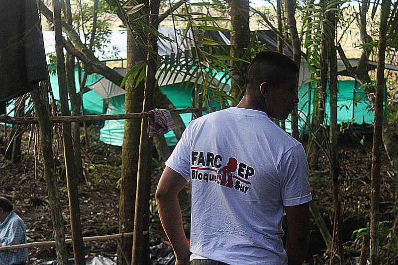 Guerrilheiro das Farc na selva colombiana