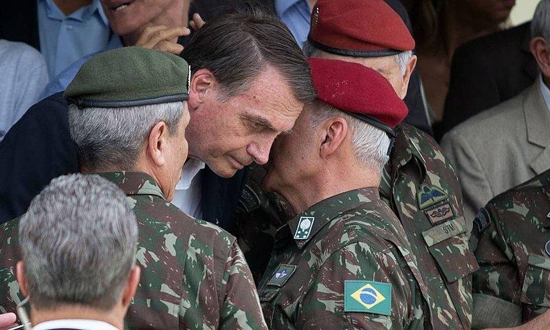 Proximidade entre presidente e militares tem sido uma das marcas da gestão Bolsonaro