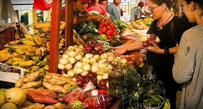 Feiras da Reforma Agrária pelo país são a marca do MST para levar os alimentos produzidos no campo até a cidade