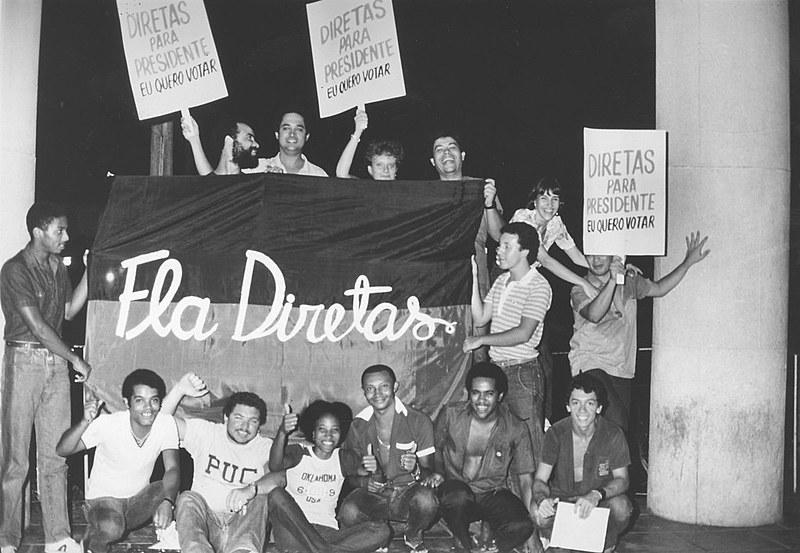 Alguns dos torcedores que participaram da campanha pelas Diretas Já, há mais de 30 anos, fazem parte do movimento novamente