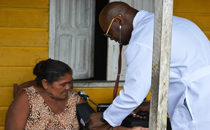 Faltam mais de 1500 médicos em municípios participantes do programa eMinistério não indica prazo para a reposição