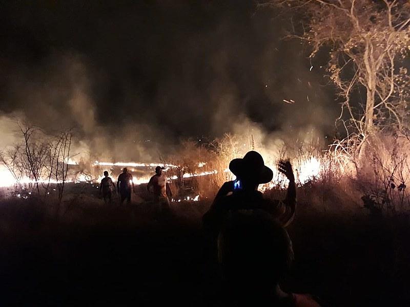 Incêndio criminoso destruiu acampamento onde vivem 150 famílias