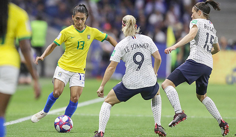 O sistema é cruel, ele quer vitórias, mas, diante de países que investiram no futebol feminino, quando vamos trazer títulos para o Brasil?
