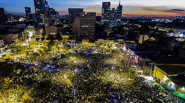 """Acto cultural por las [elecciones] """"Directas Ya"""" reúne más de 100 mil personas en São Paulo"""