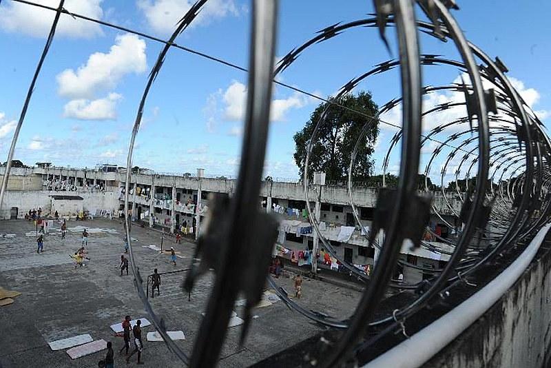 População carcerária do Brasil quase dobrou em dez anos