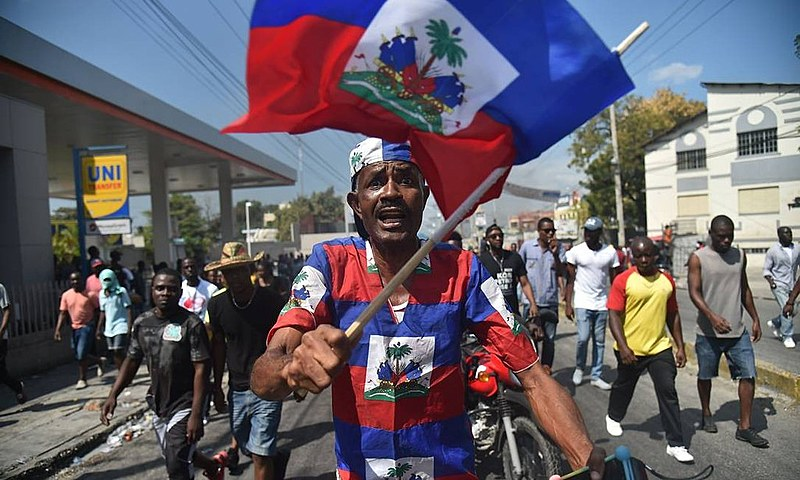 As revoltas populares já derrubaram o primeiro ministro e colocaram na mira o atual presidente Jovenel Moises
