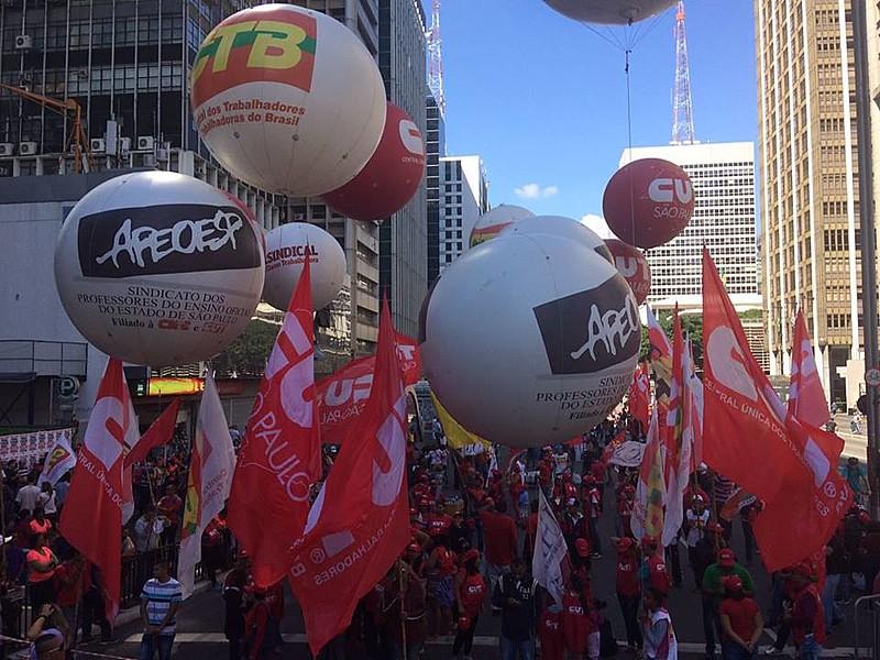 Manifestação do Dia da Trabalhadora e do Trabalhador em São Paulo (SP)