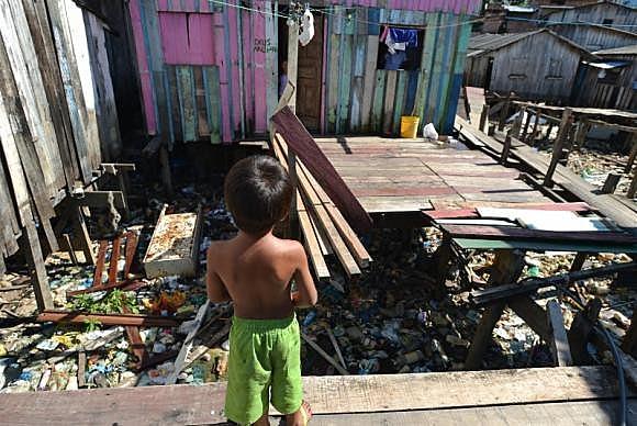 Esta segregação dos pobres, conforme Alfonsin, é das provas mais evidentes da crise urbana