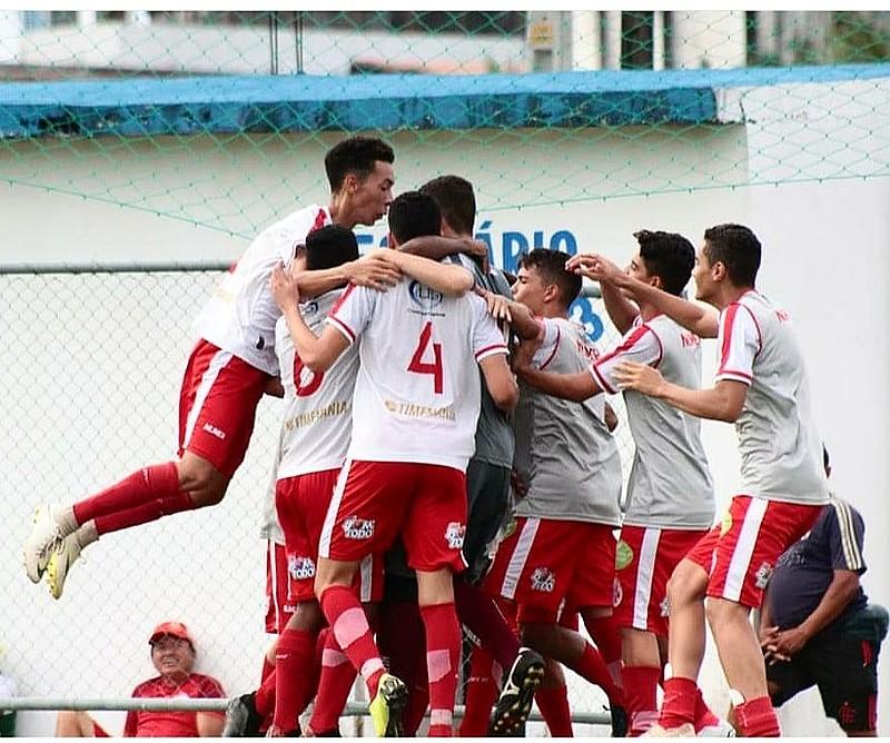 O Alvirrubro venceu o Real Sogima por 2 a 1 e garantiu vaga na semifinal do Campeonato Sub-17 de Dix-Sept Rosado.