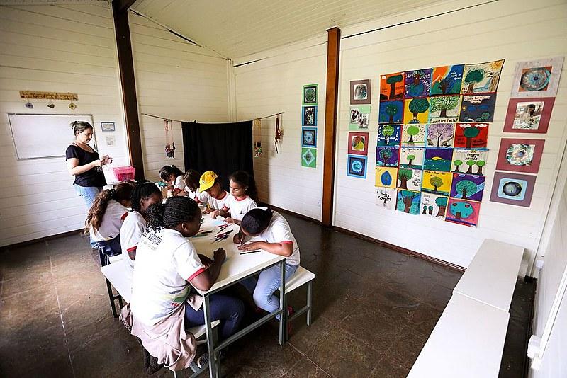Propostas do governo eleito Jair Bolsonaro não vão fortalecer o ensino público, avalia professor