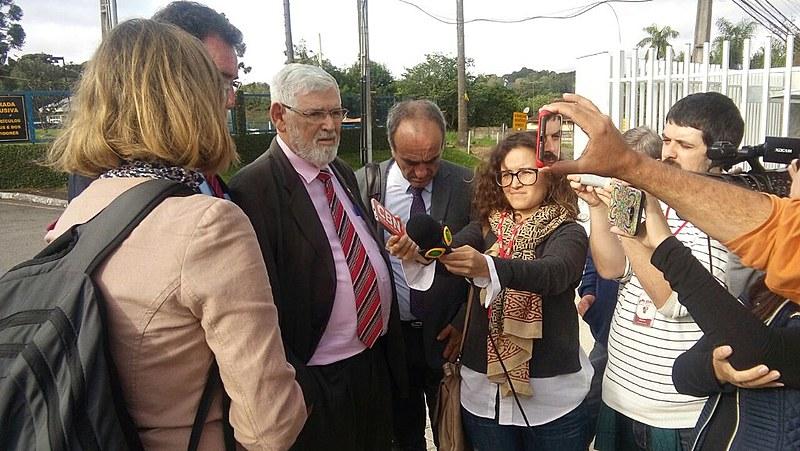 Deputados falam à imprensa após ter diligência na sede da PF negada pelo Judiciário
