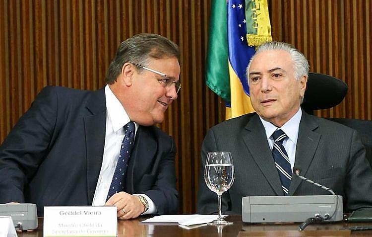Ex-ministro Geddel Vieira Lima (esq.) é acusado de fazer parte de organização criminosa comandada por Michel Temer (dir.)