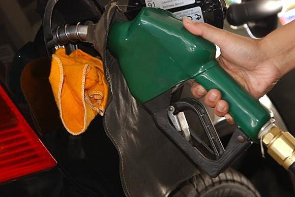 O maior aumento é o da gasolina, cuja incidência tributária salta de R$ 0,38 para R$ 0,79 por litro