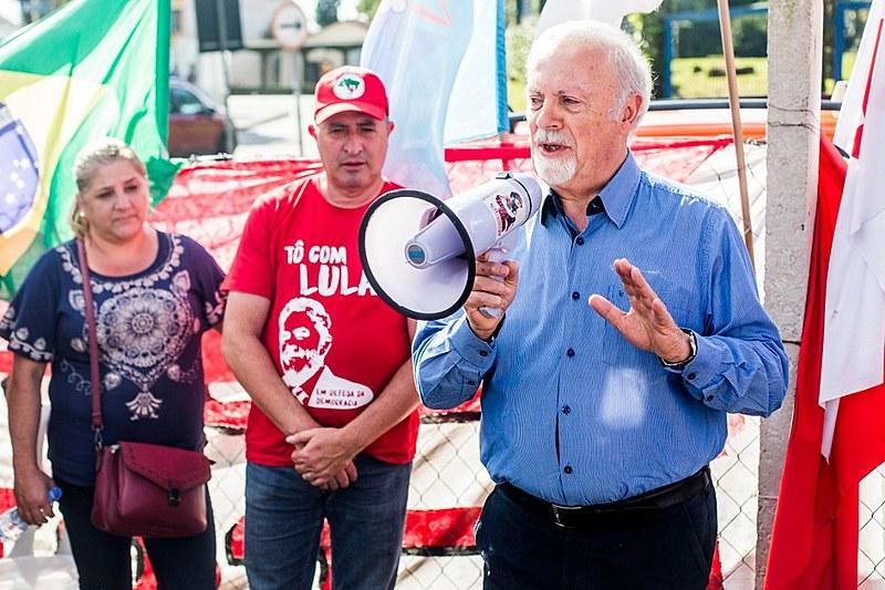 Padre visitou o ex-presidente Lula nesta segunda e concedeu entrevista coletiva à imprensa