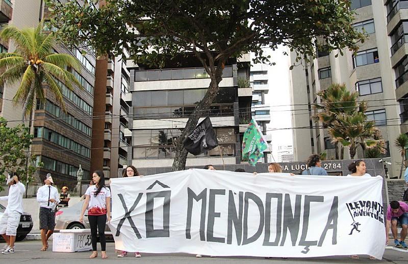 Segundo os militantes, o ato foi um recado para os políticos de Pernambuco que se posicionam a favor da PEC 55 e da Reforma do Ensino Médio.
