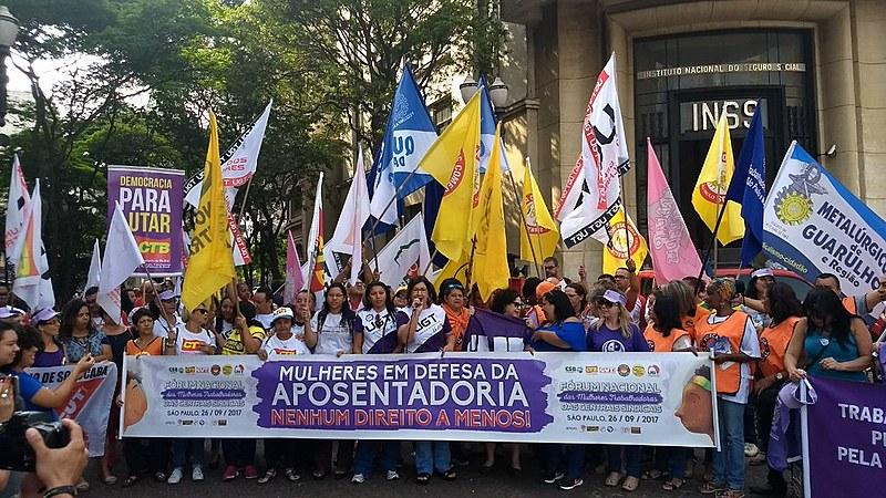 Ato convocado por centrais sindicais em São Paulo