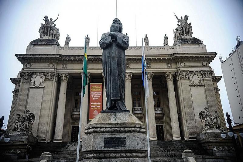 Estátua de bronze de Tiradentes: historiadores questionam a imagem do líder da Inconfidência barbudo e cabeludo