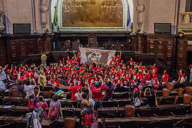 As crianças se reuniram na Assembleia Legislativa do Rio de Janeiro (Alerj) para uma audiência pública sobre educação no campo