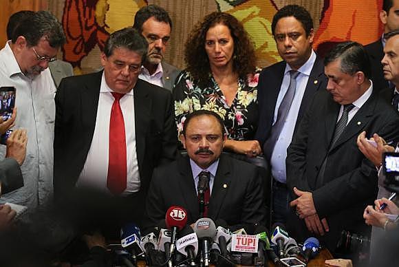 El presidente interino de la Cámara de Diputados, Waldir Maranhão, revocó la decisión, tomada por él mismo, de anular las sesiones plenarias que aprobaron la admisibilidad del proceso de destitución contra la presidenta Dilma Rousseff.
