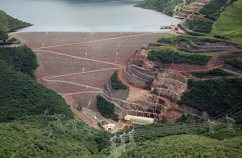 Usina de Irapé, concluída sem licitação no governo Aécio Neves (PSDB): famílias no entorno não têm energia elétrica