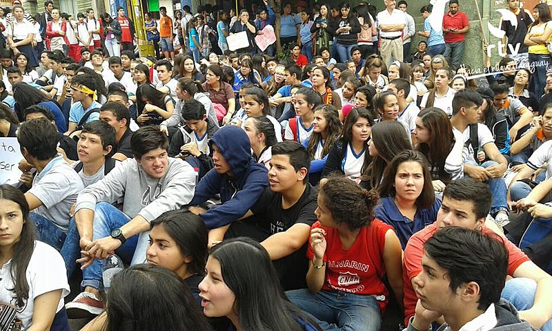 Governo do Paraguai utiliza apenas 3,5% de seu PIB para o orçamento de Educação e Cultura, embora a Unesco aconselhe 7%