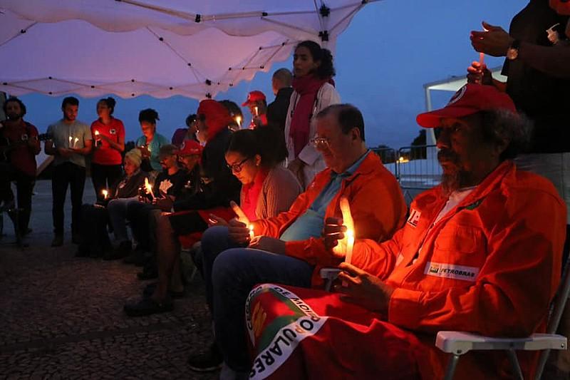 Sete militantes estão sem comer desde a manhã do dia 1º de agosto pela liberdade do ex-presidente Lula