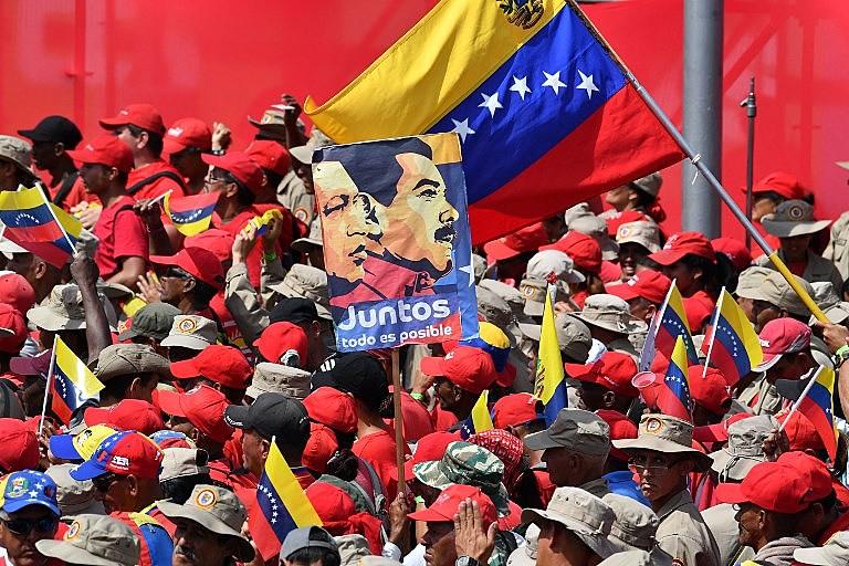 Apoiadores do presidente Nicolás Maduro comemoram o 20º aniversário da ascensão ao poder de Hugo Chávez, em 2 de fevereiro de 2019