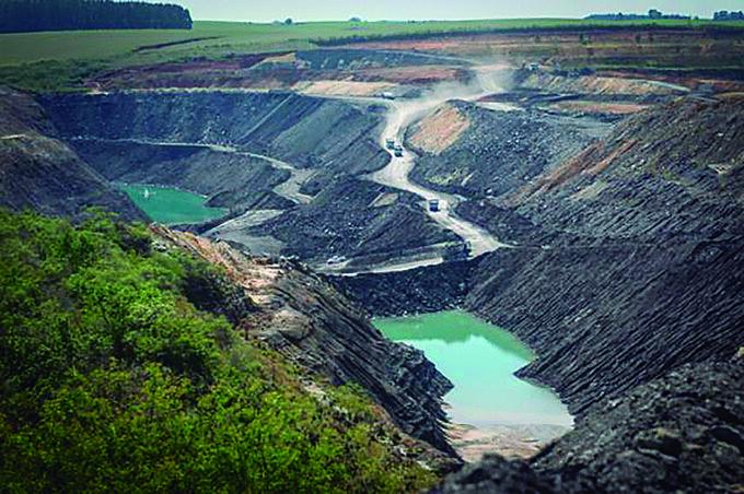 Extração de carvão no RS: impacto ambiental e social e ínfima geração de empregos.