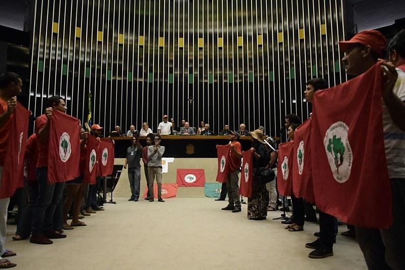 Militantes do MST participam de sessão solene na Câmara dos Deputados nesta segunda (17)