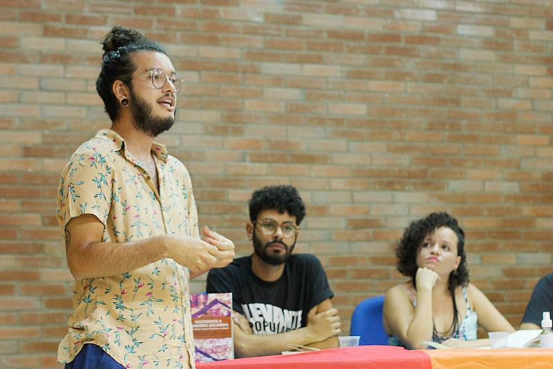 """Leonardo Nogueira um dos organizadores do livro """"Hasteemos a bandeira colorida: diversidade sexual e de gênero no Brasil"""""""