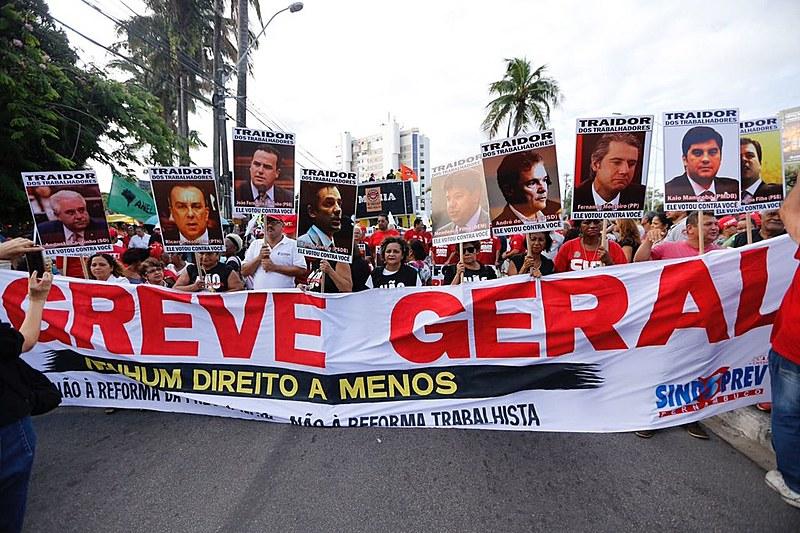 Em Recife, manifestação reúne 50 mil pessoas em dia de greve geral, segundo organizadores