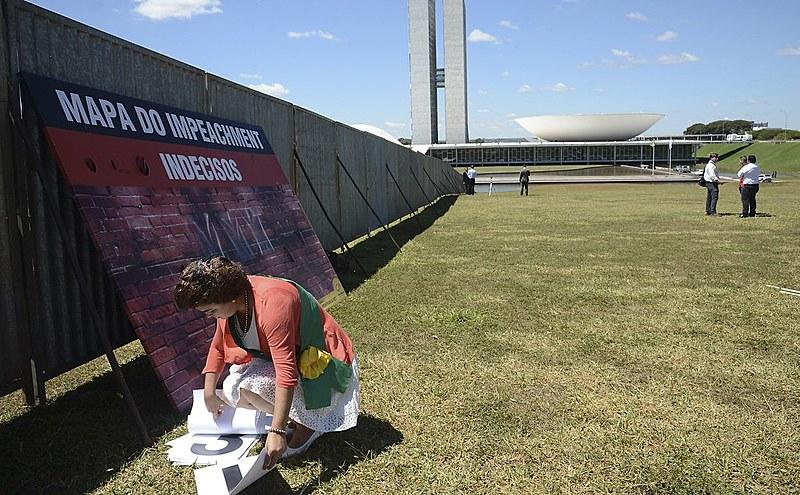 Movimentos criticam a construção de muro na Esplanada dos Ministérios
