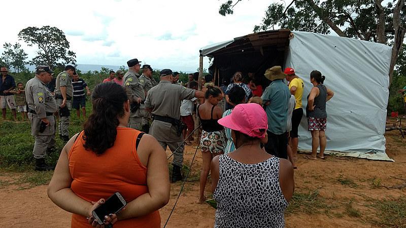 Polícia Militar de Goiás cumpriu liminar de reintegração de posse em favor de suposto proprietário que não morava nem produzia no local