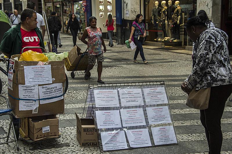 Entre 2016 e 2017, a taxa de desemprego entre os negros, nas cidades que compõem a região metropolitana de São Paulo, cresceu 7,21%