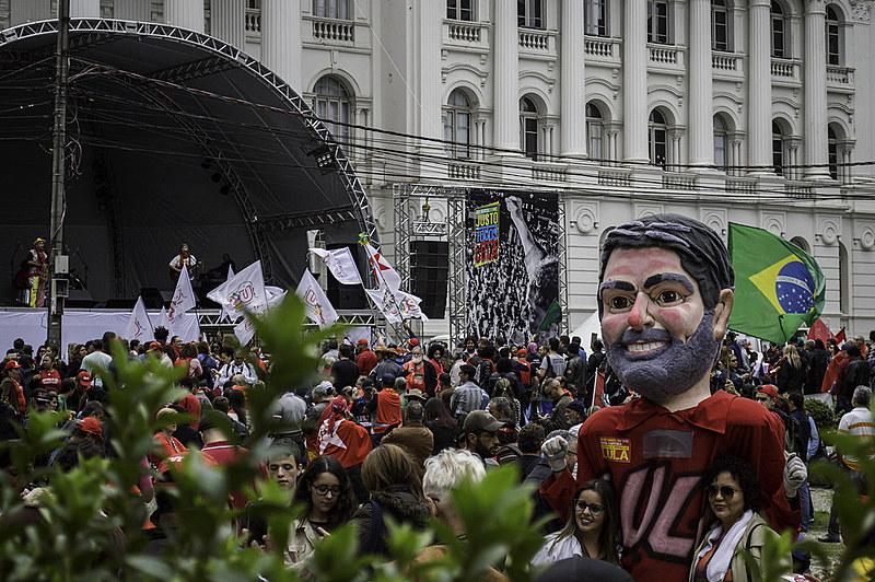 Depoimento do ex-presidente Luiz Inácio Lula da Silva em Curitiba, em 10 de maio, mobilizou diferentes manifestações em Curitiba