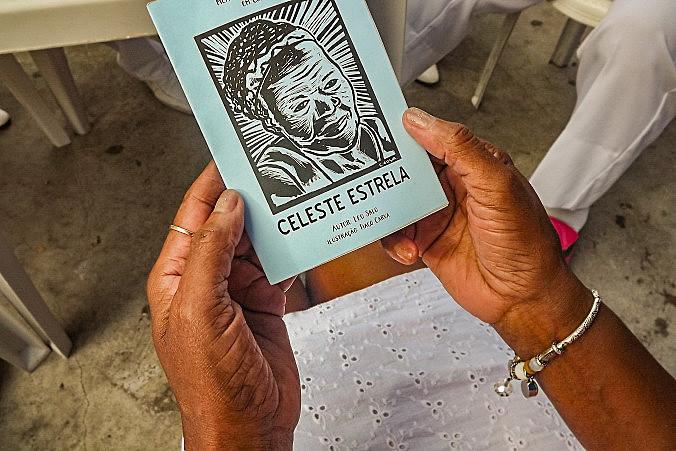 Celeste Estrela é escritora, poetisa, atriz, cantora e integrante da Velha Guarda da Escola de Samba Unidos de Manguinhos