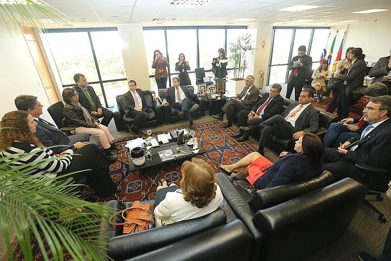 Presidente da OAB, Cláudio Lamachia, recebeu comitiva da Frente Parlamentar Suprapartidária pelas Diretas Já nesta quarta (5), em Brasília