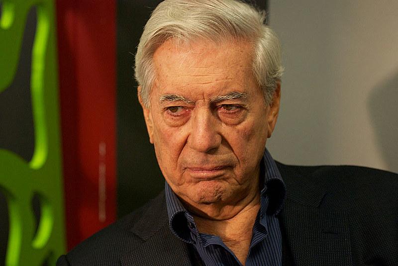 Não é de hoje que Vargas Llosa tem sido acionado pelo conservadorismo para se posicionar