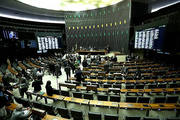 Deputados da base aliada ao governo acusaram o presidente da Câmara de tentar manipular o resultado