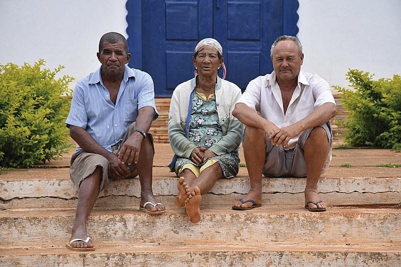 Moradores do Novo Peixe Cru,  comunidade construída após a construção da barragem de Irapé