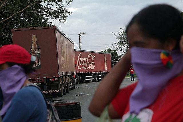Para los movimientos, las multinacionales presentes en el FMA intentan privatizar el acuífero Guarani para la producción de bebidas
