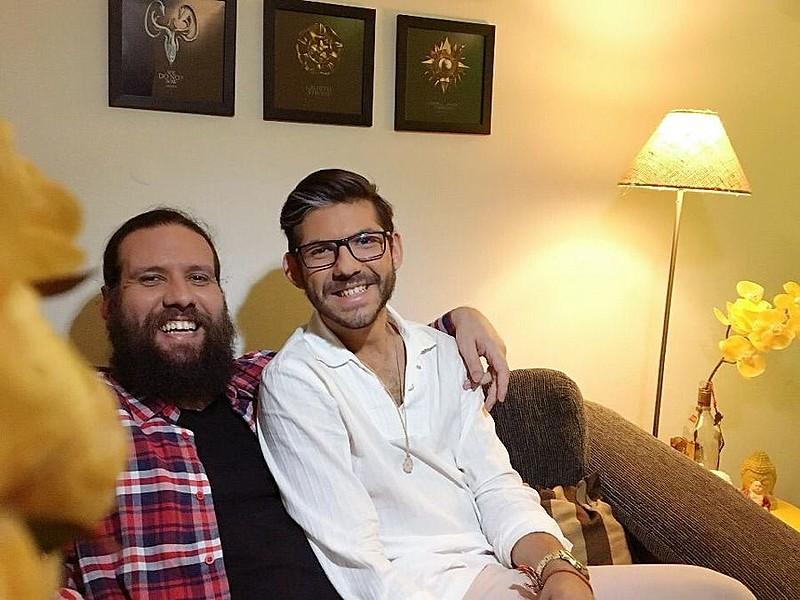 Eduardo (esq.) e Ramires planejavam se casar em 2020, mas estão agilizando os documentos para selar a união o mais breve possível