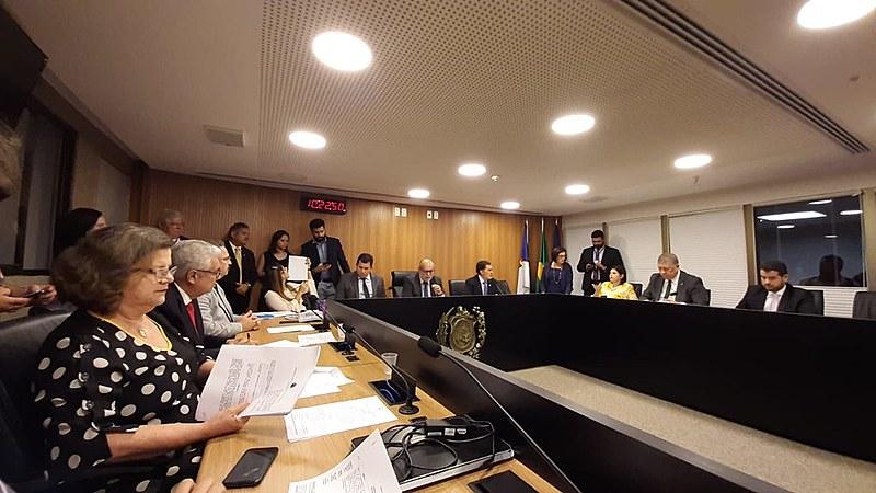Reunião da Comissão de Constituição, Legislação e Justiça, no Plenarinho 2, da Alepe
