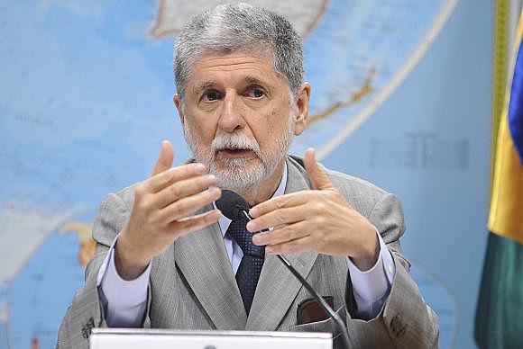 """""""A presidência passa de um país para o outro por ordem alfabética. Em nenhum lugar diz que é por consenso"""", afirma Amorim"""