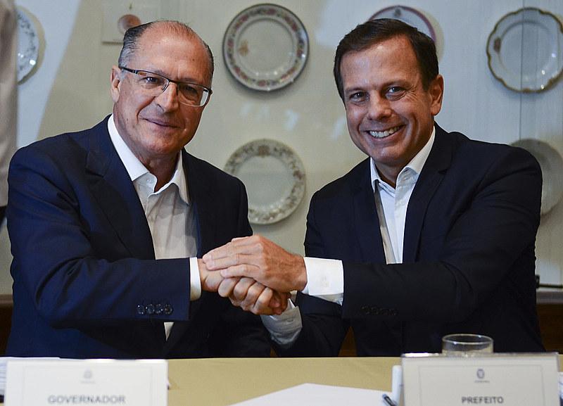 Em setembro de 2016, durante a campanha eleitoral,Doria assinou uma cartase comprometendo a ficar os quatro anos na prefeitura.