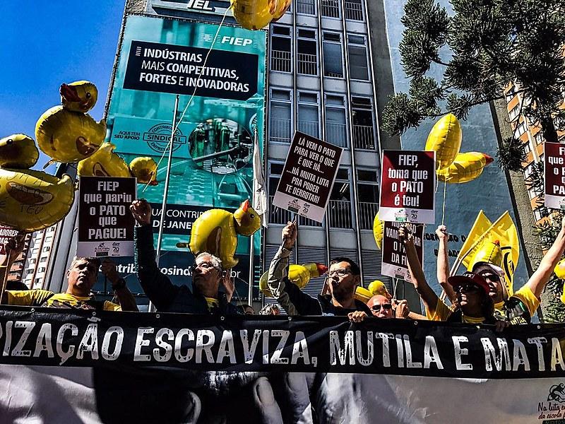 """Trabalhadores denunciam sonegação fiscal e questionam a responsabilidade dos grandes empresários no """"rombo"""" da Previdência"""