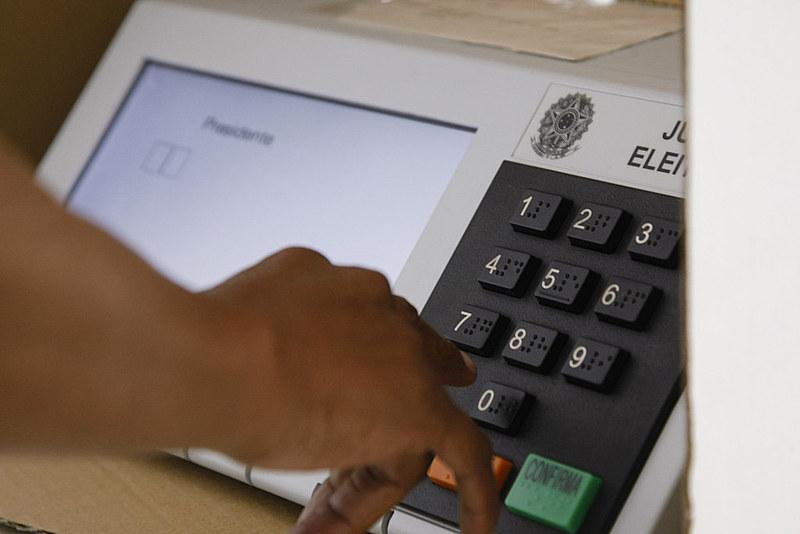 """O colunista Mouzar Benedito sugere a possibilidade de votar """"não"""" em determinados candidatos"""