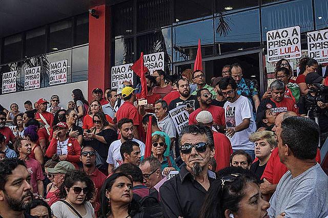 El ex mandatario Luiz Inácio Lula da Silva debería entregarse a la Policía Federal hasta las 15h de este viernes, 6 de abril