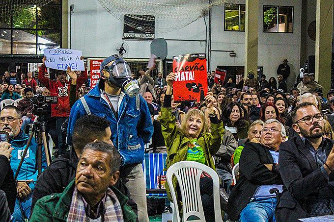 Os riscos ambientais e sociais foram duramente criticados por quem é contra a instalação da mina de carvão a céu aberto
